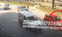 В центре Днепра неизвестный открыл стрельбу по водителю Chevrolet: видео момента