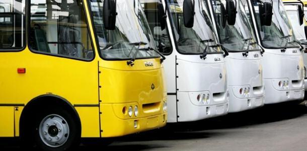 Заставили вымыть автобусы и уволили: в Днепре наказали пьяного маршрутчика