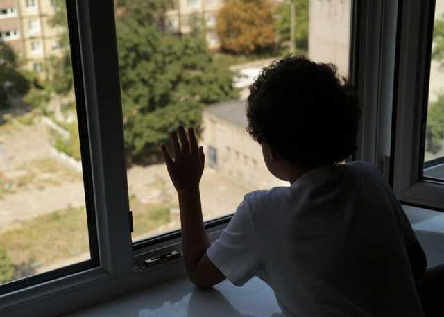 Новости Днепра про Родился в рубашке: в Днепре на Батумской из окна 4-го этажа выпал ребенок