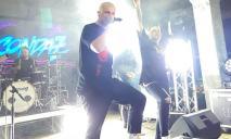 Стало жарко: в Днепре на концерте российской рок-группы участники разделись догола