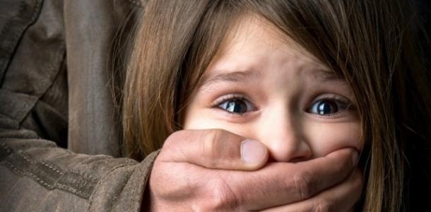 В Каменском арестовали мужчину, который пять лет насиловал родных дочек