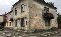 Дома-старички, раритетная остановка и огороды в палисадниках: как сейчас выглядит улица Каруны