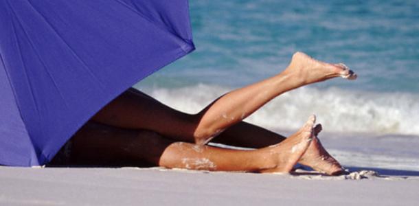 Любовь не ждёт: на Воронцовском пляже молодая пара занялась сексом на глазах у людей (ВИДЕО)