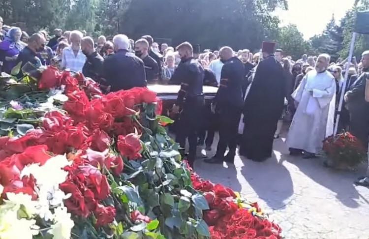 Нардеп Новинский пришел на похороны мэра Кривого Рога в церковной рясе
