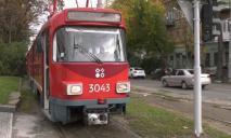 Тяжелый день: в Днепре на улице Рабочей еще одно авто врезалось в трамвай, на месте большая пробка