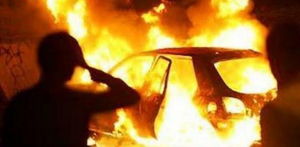 В центре Днепра подожгли Porsche Cayenne