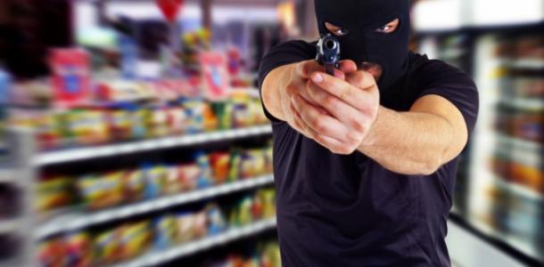 Был весь крови: в супермаркете Днепра задержали мужчину, которого разыскивала СБУ