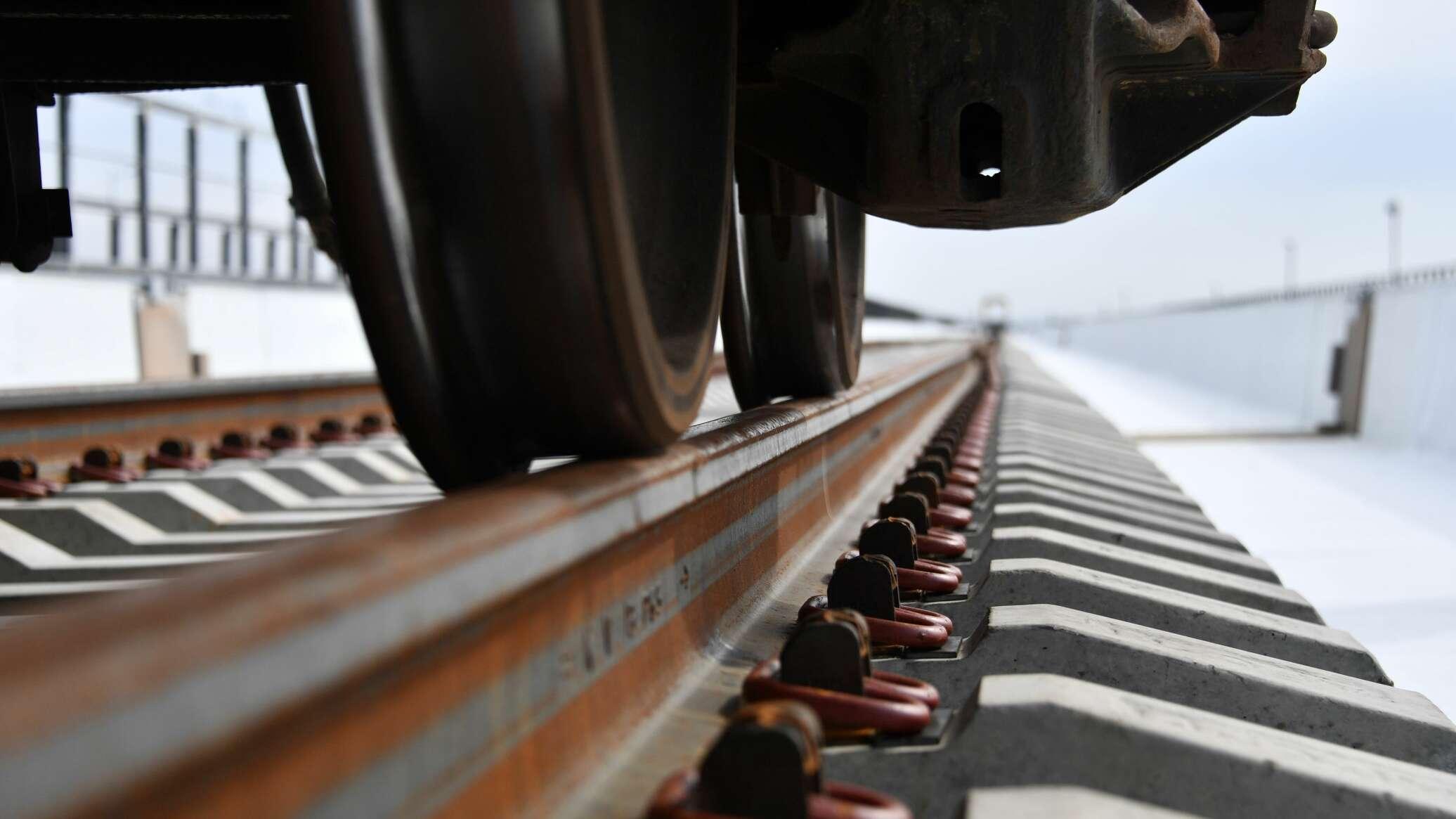 Новости Днепра про На переезде в Днепре поезд насмерть сбил 60-летнего мужчину