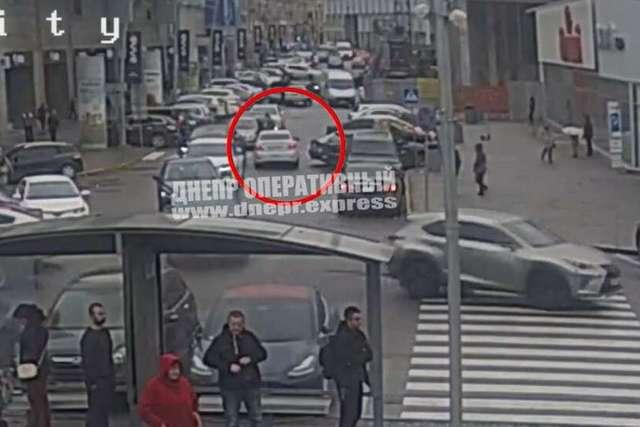 Новости Днепра про В центре Днепра таксист Uklon сбил девушку на пешеходном переходе