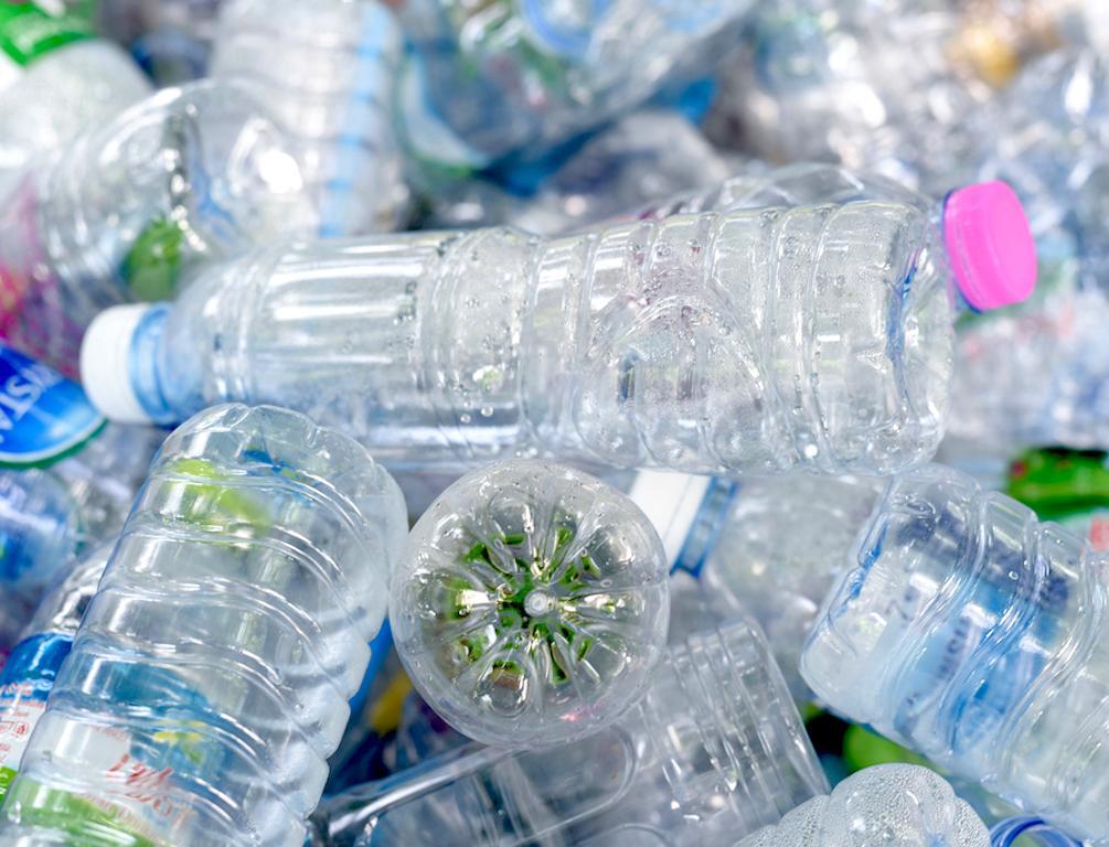Новости Днепра про С заботой об экологии: для производства iPhone 13 использовали пластиковые бутылки