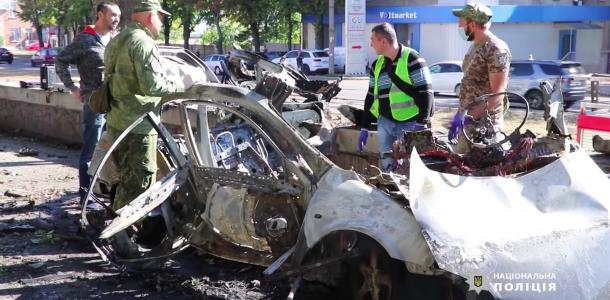 Взрыв авто в Днепре был от самодельной бомбы, закрепленной под днищем машины, — СМИ