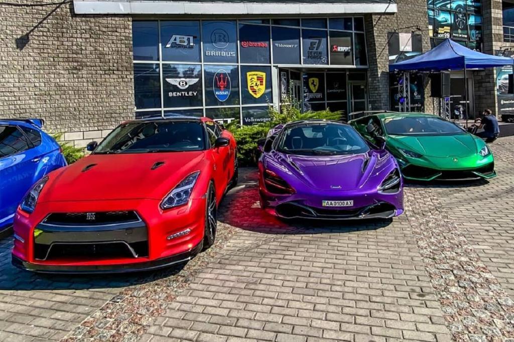 Новости Днепра про Парковка на миллион долларов: в Днепре заметили три ярких суперкара