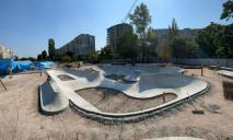 На левом берегу Днепра появился огромный бетонный бассейн: что это такое