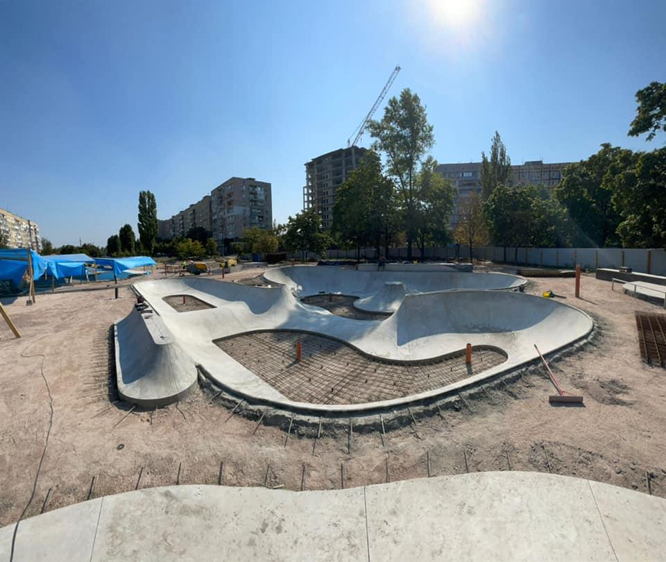 Новости Днепра про На левом берегу Днепра появился огромный бетонный бассейн: что это такое