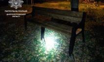 Негде было посидеть: днепряне украли лавочку и перенесли в соседний двор