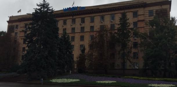 Несуществующий этаж и синие стены: как сегодня выглядит бывший Минчермет в Днепре (ФОТО)