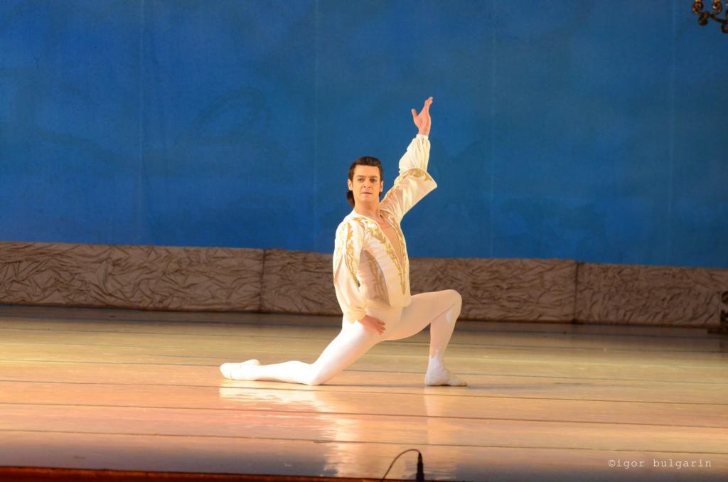 Новости Днепра про В это невозможно поверить: умер известный артист балета из Днепра Дмитрий Омельченко