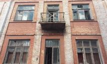 Без стекол и в мозаике: как выглядят старые корпуса больницы Мечникова (ФОТО)