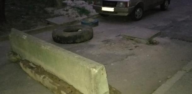 Скорая не проедет: в Днепре на Березинской жильцы перекрыли дорогу