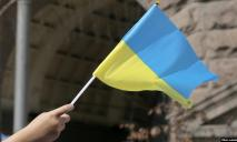 Ответят родители: полиция открыла уголовное дело по факту поджога флага Украины школьницей