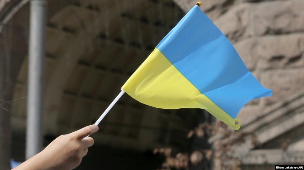 Новости Днепра про Ответят родители: полиция открыла уголовное дело по факту поджога флага Украины школьницей