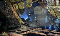 Получил ожоги пока тушил самостоятельно: в Днепре сгорел гараж с машиной внутри