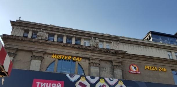 В центре Днепра охранник пиццерии Mister Cat избил посетителей (ВИДЕО)