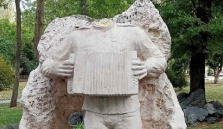 Новости Днепра про В Кривом Роге вандалы обезглавили скульптуру солдата