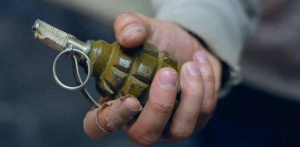 Не выдержал: в днепровском банке мужчина устроил скандал, а потом кинул на пол гранату