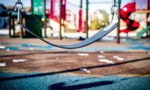В Днепре 5-летний мальчик раздал друзьям на детской площадке драгоценности родителей