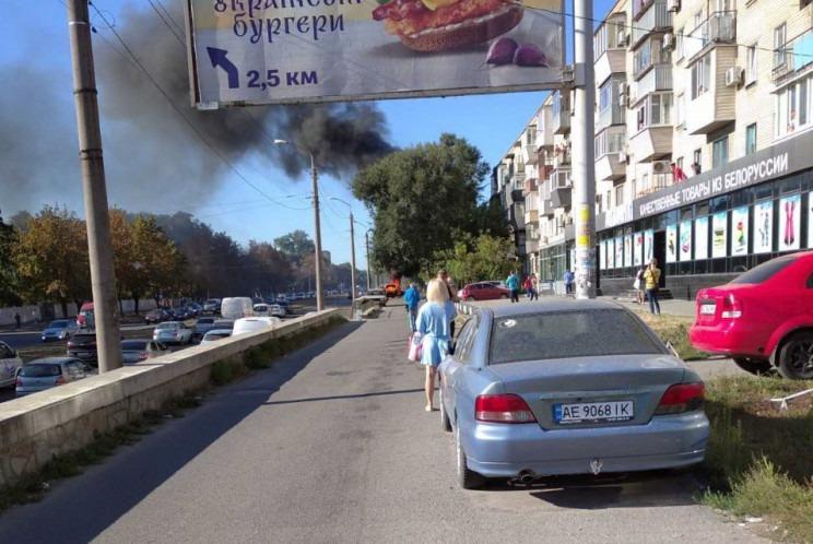 Новости Днепра про Видно черный дым: на проспекте Богдана Хмельницкого произошел сильный взрыв