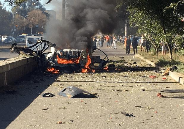 Новости Днепра про Возможно, взрывчатку перевозили в авто: взрывом на Хмельницкого занялась СБУ