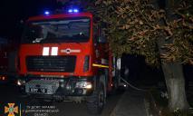 Вынесли из пламени: В Кривом Роге спасли от пожара двух людей и квартиру