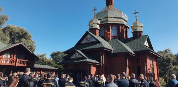 Плакали даже мужчины: в Днепре попрощались с погибшей в теракте Дарьей Гречищевой (ФОТО)