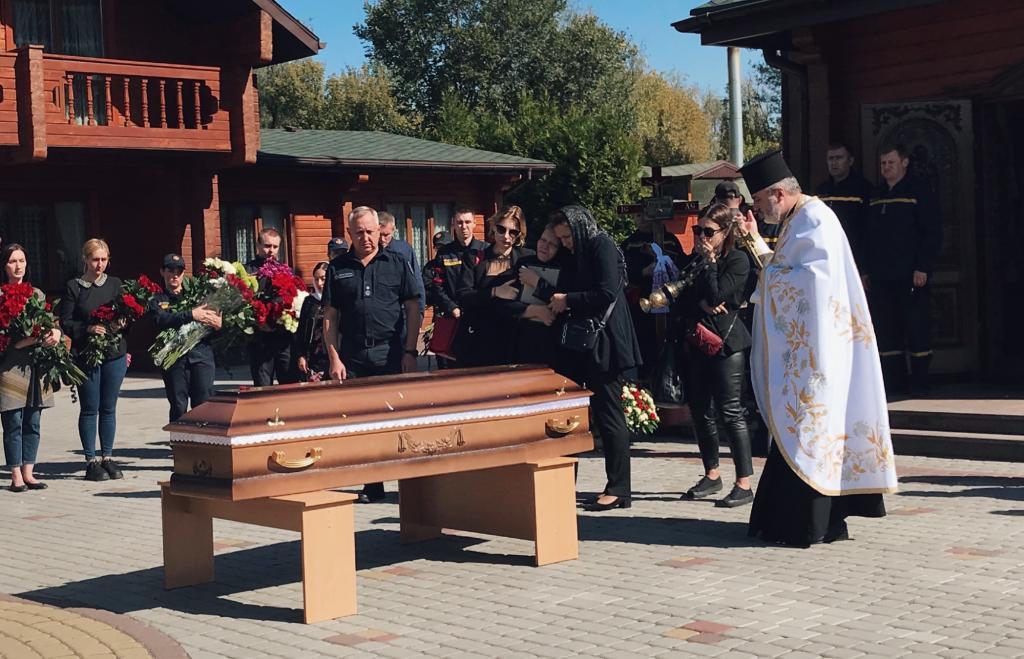 Новости Днепра про Плакали даже мужчины: в Днепре попрощались с погибшей в теракте Дарьей Гречищевой (ФОТО)