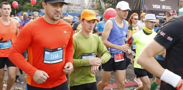 Безопасность бегунов и вдохновляющие участники: в Днепре продолжается 5-й «Almaz Group Dnipro Marathon»