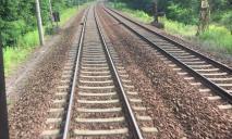 Сама легла на рельсы: под Днепром поезд обезглавил женщину