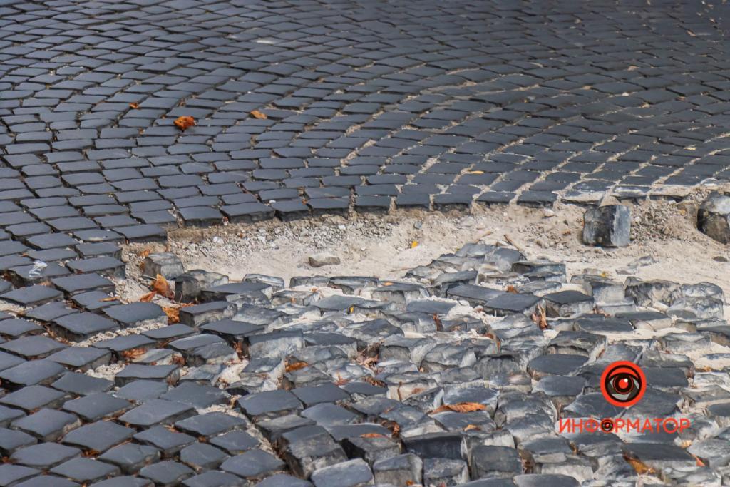 Новости Днепра про Осторожно, брусчатка: в Днепре на проспекте Яворницкого разрушилось дорожное покрытие (ФОТО)
