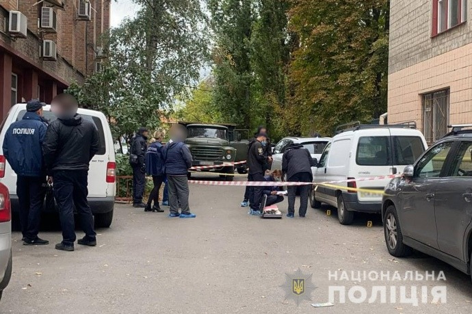 Новости Днепра про Как в 90-х: киллер зашёл с ружьём во «Львовскую мастерскую шоколада» и расстрелял мужчину