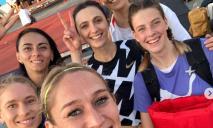 «Обнимает меня не Мария»: спортсменку из Днепра опять клеймят за фото с россиянкой