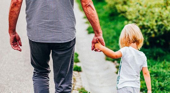 Будьте осторожны: в Днепре на Калиновой неизвестный увязался за ребенком и провел его прямо до дома