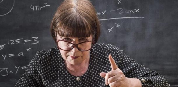 «Помножу на минус ноль»: в Днепре преподаватель красноречиво воспитала студентов за опоздание (видео)
