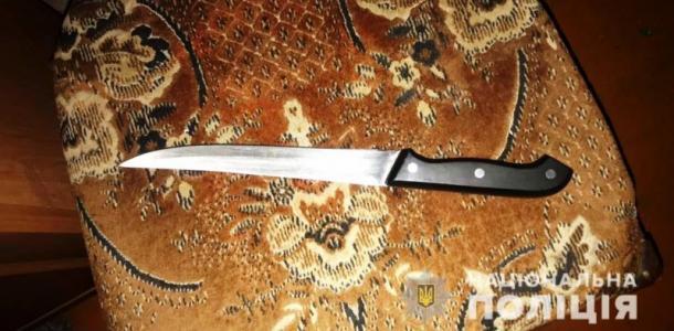 Ударил ножом и уложил спать: супруг не понял, что убил жену