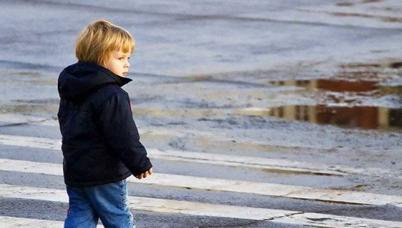 Новости Днепра про В Днепре малыш поссорился с мамой и сам ушел из садика домой