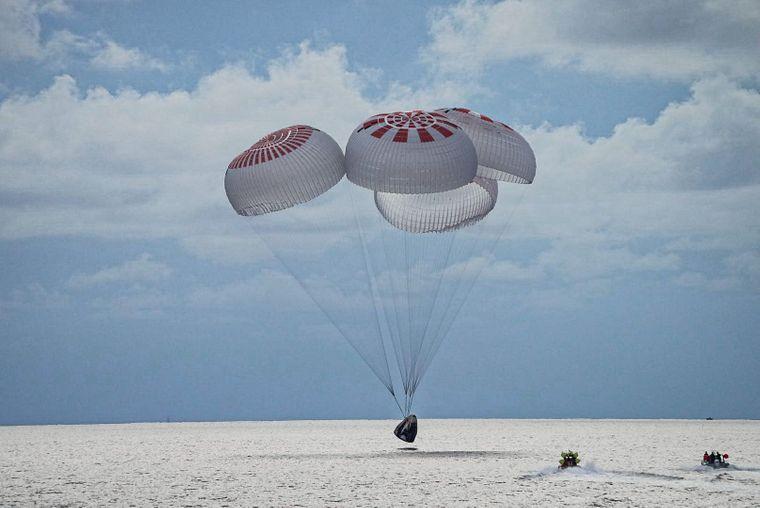 Новости Днепра про Астронавты-аматоры закончили первый туристический полет в космос с гражданским экипажем