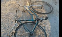 В Днепре двое мужчин отобрали у пенсионерки велосипед и скрылись