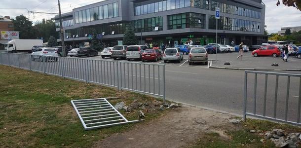 В Днепре на месте «народной тропы» возле ТЦ «Славутич» сделают наземный переход