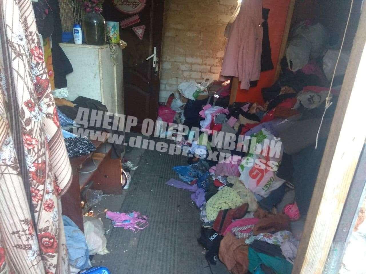 Новости Днепра про Горы мусора и антисанитария: в Днепре родители бросили 8 детей одних дома