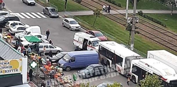 Автобус №38 наехал на пешехода: авария в Днепре на проспекте Мира