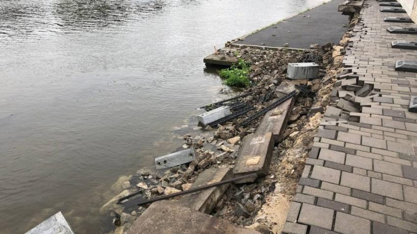Новости Днепра про В Днепре начали реконструкцию участка набережной, который провалился из-за ливней